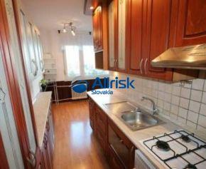 Na predaj veľký 3-izbový byt v meste Galante