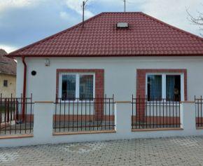 5 izbový rodinný dom v Trsticiach s murovanou garážou na predaj