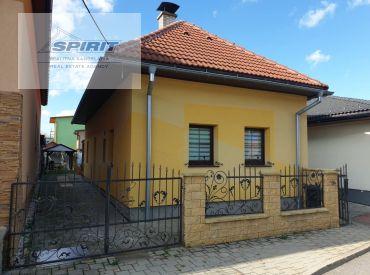 Zrekonštruovaný rodinný dom na prenájom - Liptovský Mikuláš - Palúdzka, Zádvorie