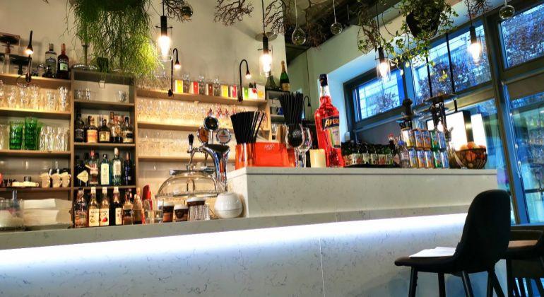 Odstúpenie krásnej zabehnutej kaviarne v centre Bratislavy na Cintorínskej ulici
