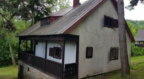 Kuchárek-real: Ponuka rekreačnej chaty s vlastným pozemkom. Malé Karpaty. Buková.