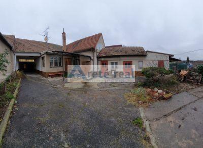 Areté real- Predaj rozľahlého  pozemku so starším rodinným domom v Pezinku, časť Grinava