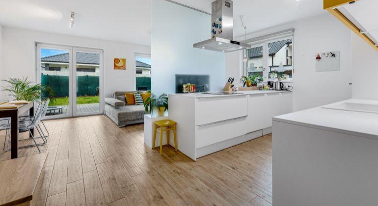 Exkluzívne na predaj moderný slnečný dom v Rovinke