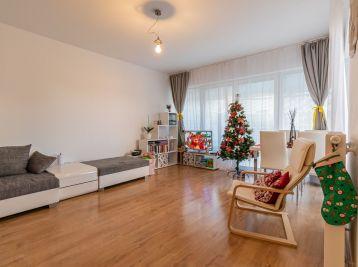 Predaj príjemného 3 izb. bytu v novostavbe rodinného domu, 74,30 m2 + vlastnou oplotenou záhradkou + parkovaním pred domom, Rovinka