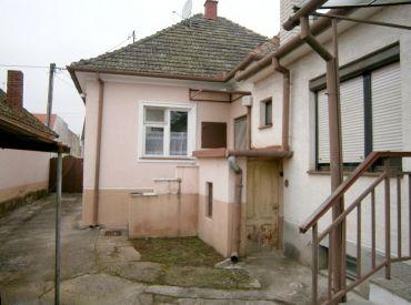 Priestranný rodinný dom s dvomi bytmi, Piešťany