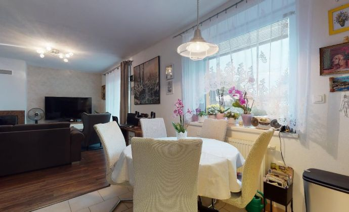 PREDAJ - tehlový 3 izbový byt s terasou, krbom a parkovacím státím v uzatvorenom komplexe