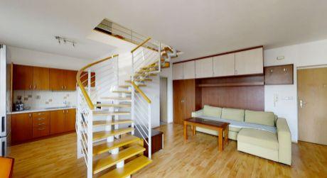 REZERVÁCIA - NA PREDAJ 3 izbový veľkometrážny byt s vlastným parkovaním