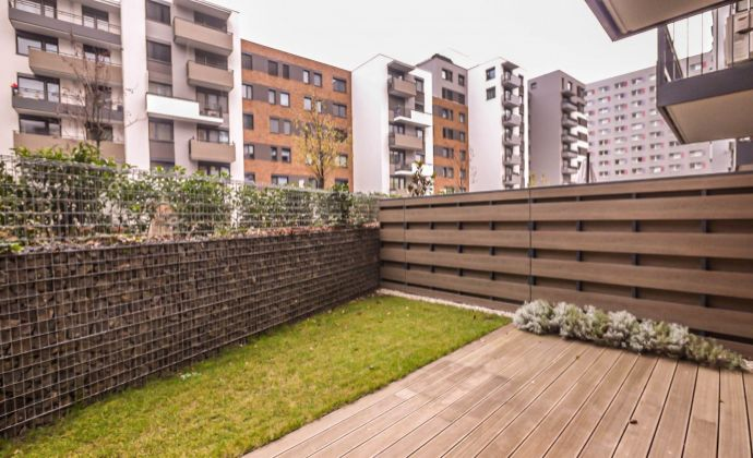4-izbový apartmán (90,30 m2)  so zelenou terasou (111,80 m2), možnosť parkingu, Steinov dvor
