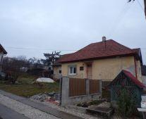 Na predaj rodinný dom s pozemkom 1393 m2 Malé Kršteňany okres Partizánske 70180
