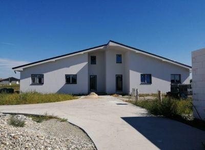 Veľký 4-izbový dvoj-bungalov so samostatným pozemkom