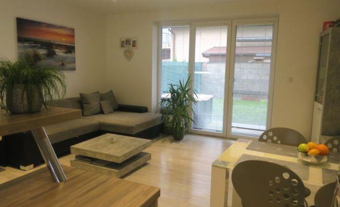Krásny a priestranný 4-izbový mezonetový byt so záhradkou, 2x parkovaním, Hviezdoslavov - Podháj