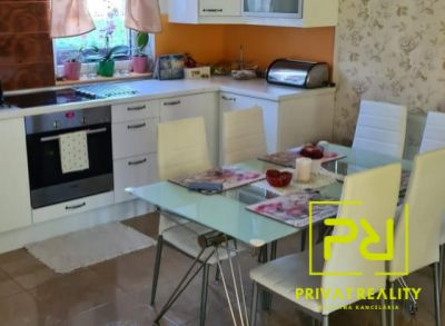 Na predaj veľmi krásny a udržiavaný 5 izbový rodinný domček v Maďarskej obci Rajka 24 km od Bratislavy. Časť Stará Rajka.