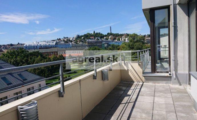 4-izb. byt s 2 terasami a parkovacím miestom v centre Bratislavy