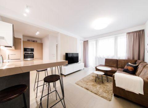 REZERVOVANÝ - Na prenájom moderne zariadený 2 izbový byt s lodžiou v novostavbe BLUMENTAL