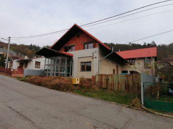 NETRADIČNÁ PONUKA. Na predaj polyfunkčná budova/rodinný dom v Humennom (N119-12-MIMa)