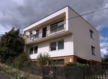 LOVINOBAŇA - 5-i dom,180 m2-, BALKÓN, vonkajšia TERASA s krbom