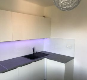 STARBROKERS - Predaj  kpl.  rekonštruovaného 2 izb. bytu priamo pri novej Stanici Nivy, Páričkova ul., BA II