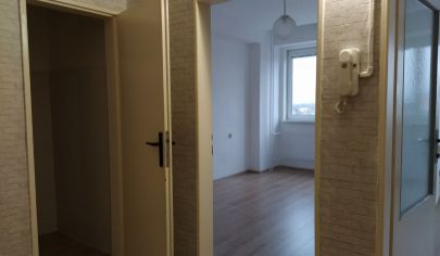 Prenájom klimatiz. dvojkancelária/ viacúčelová miestnosť s WC/ sprchou 38m2 + parkovacie miesta, Bulharská ul., BA II., Trnávka.
