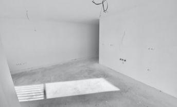 REZERVOVANÉ_Zaujímavo dispozične riešený byt s parkovacím miestom