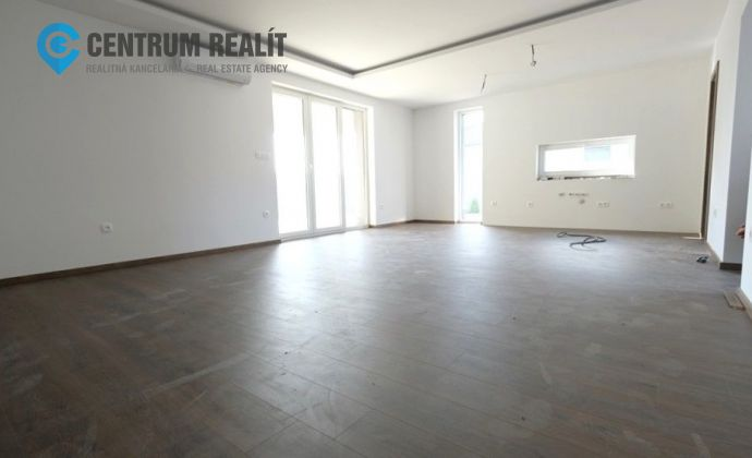 xxx PREDANÉ xxx SKOLAUDOVANÝ krásny 4-izbový bungalov 140 m2 v bohatom štandarde