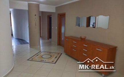 Prenájom luxusného 4 izbového bytu v centre mesta Malacky