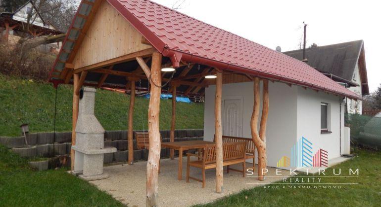 Na Predaj záhrada s murovanou chatou - novostavba 881 m2, Handlová, okres Prievidza