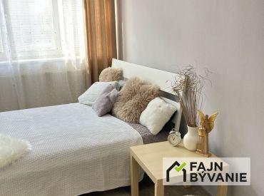Na predaj krásny priestranný 1izb. byt s predzáhradkou na Píniovej ul. v BA II.