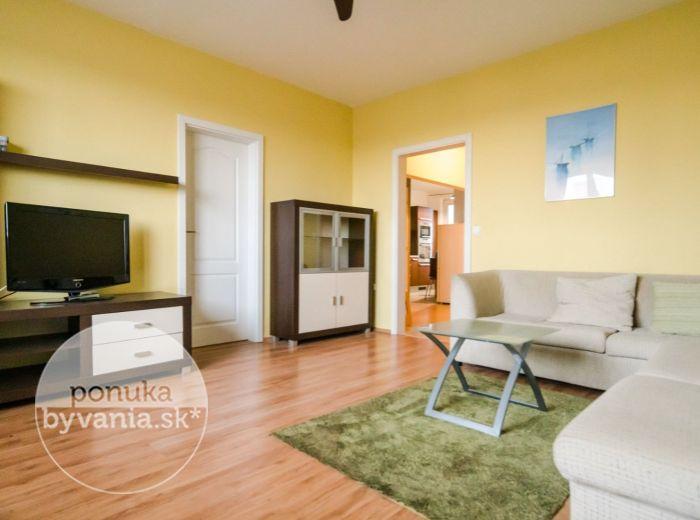 VŔBOVÁ, 3-i byt, 64 m2 – klimatizácia, VÝHĽAD NA VÝCHOD AJ ZÁPAD, zrekonštruovaný bytový dom