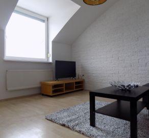 STARBROKERS - Prenájom  2 izb. bytu s galériou, terasou, pivnicou a parkovacím státím, Kresánkova ul., BA IV - Dlhé diely