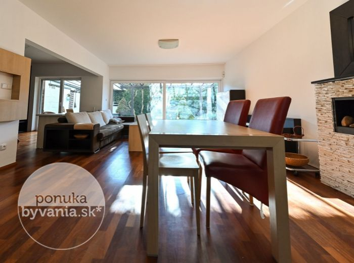 REZERVOVANÉ - MAJORÁNOVÁ, 5-i dom, 183 m2 - POZEMOK 344 m2, presklená obývačka, TICHO A SÚKROMIE, zariadený