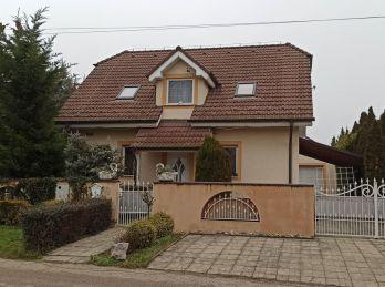 !!! REZERVOVANÉ !!!  5 izbový rodinný dom Vinohrady nad Váhom