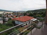 Na predaj pekný rodinný 6 izbový dom so súkromnou  cestou a skrásnym výhľadom pod lesom Bratislava- Dúbravka