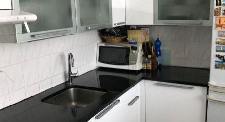 Príjemný 3 izbový byt s presklenou lodžiou vo Vrakuni je na predaj