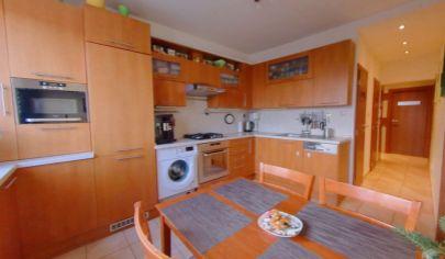 PREDAJ - vynikajúci 4 izbový byt s loggiou v Ružinove
