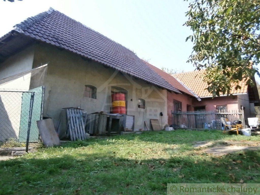 Dom a chalúpka na predaj na okraji polosamoty Myjavskej pahorkatiny, okr. Senica