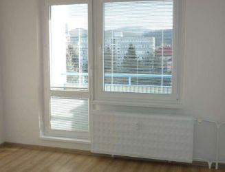 Zvolen, mesto – 2-izbový byt s 2 balkónmi a komorou, 66 m2 – prenájom