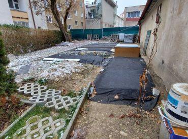 Pozemok s garážou v centre mesta