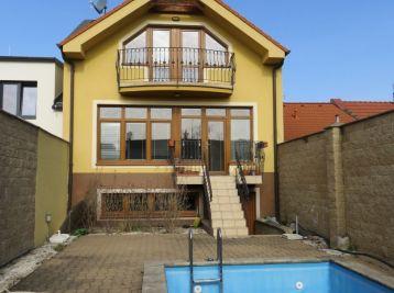 BA II. Na prenájom zariadený rodinný dom v Ruzinove