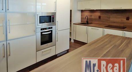 Hľadáte na prenájom 3 izbový priestranný byt s vlastnou garážou na najlepšom mieste v Petržalke?