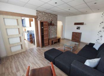 EXLUZÍVNE - na predaj veľký 3 i byt na Komenského ul. s krásnym výhľadom