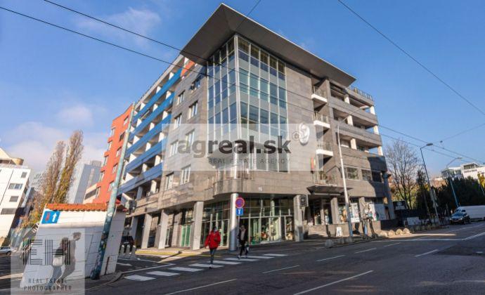 Kancelársky priestor 175 m² v novostavbe, recepcia 24/7, Dunajská ulica, 30 m² loggia, 1 parking.