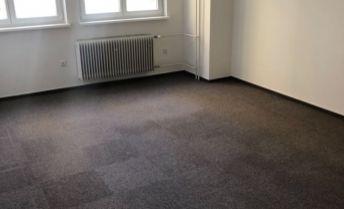 Na prenajom lacná priestranna kancelária  na Dlhej ulici.