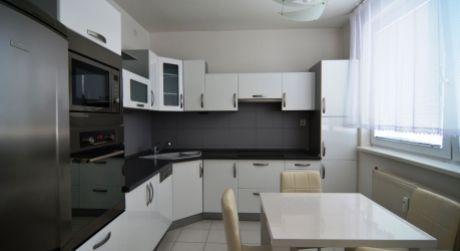 PRENAJATÝ: 4 izbový byt Poprad - Starý juh, s balkónom, byt je po kompletnej rekonštrukcii a kompletne zariadený
