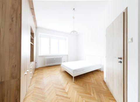 Na prenájom priestranný 2,5 izbový byt v Starom Meste na Karadžičovej ulici