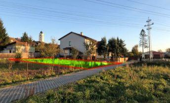 Záhrada v štvrti rodinných domov, s pivnicou, Poprad - Stráže, výmera 350 m2
