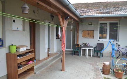 Na predaj rodinný dom Hviezdoslavov, 10 min. pešo od žst., 2 samostatné bytové jednotky, ÚP 220 m2, pozemok 1000 m2