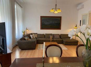 PROMINENT REAL prenajme 5 izb. byt v historickej budove na Štúrovej ulici v Bratislave.