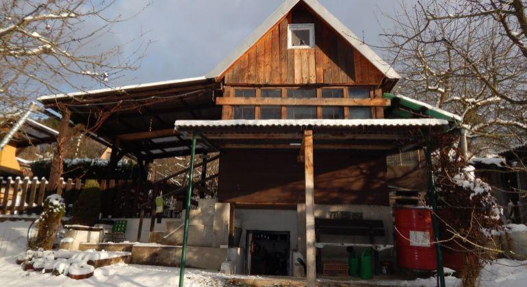 Na Predaj záhrada s murovanou chatkou 427 m2, Handlová, okres Prievidza