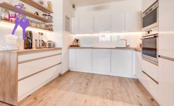 2 izbový klimatizovaný, zariadený byt na prenájom - Slnečnice - Vila domy- Béžová ulica, garážové státie