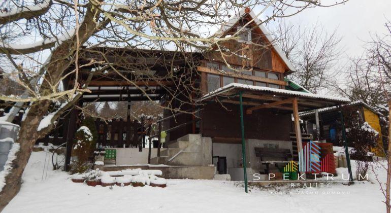 REZERVOVANÉ- Na Predaj záhrada s murovanou chatkou 427 m2, Handlová, okres Prievidza